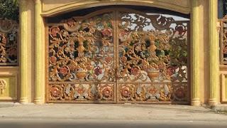 contoh pintu gerbang tempa mewah untuk rumah klasik
