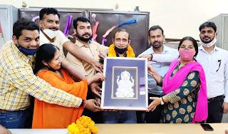 समारोह आयोजित कर सुनील कुमार को दी भावभीनी विदाई | #NayaSaberaNetwork