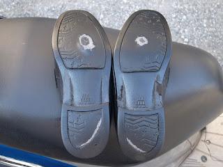 セメダイン シューズドクターNで靴底の盛盛補修2