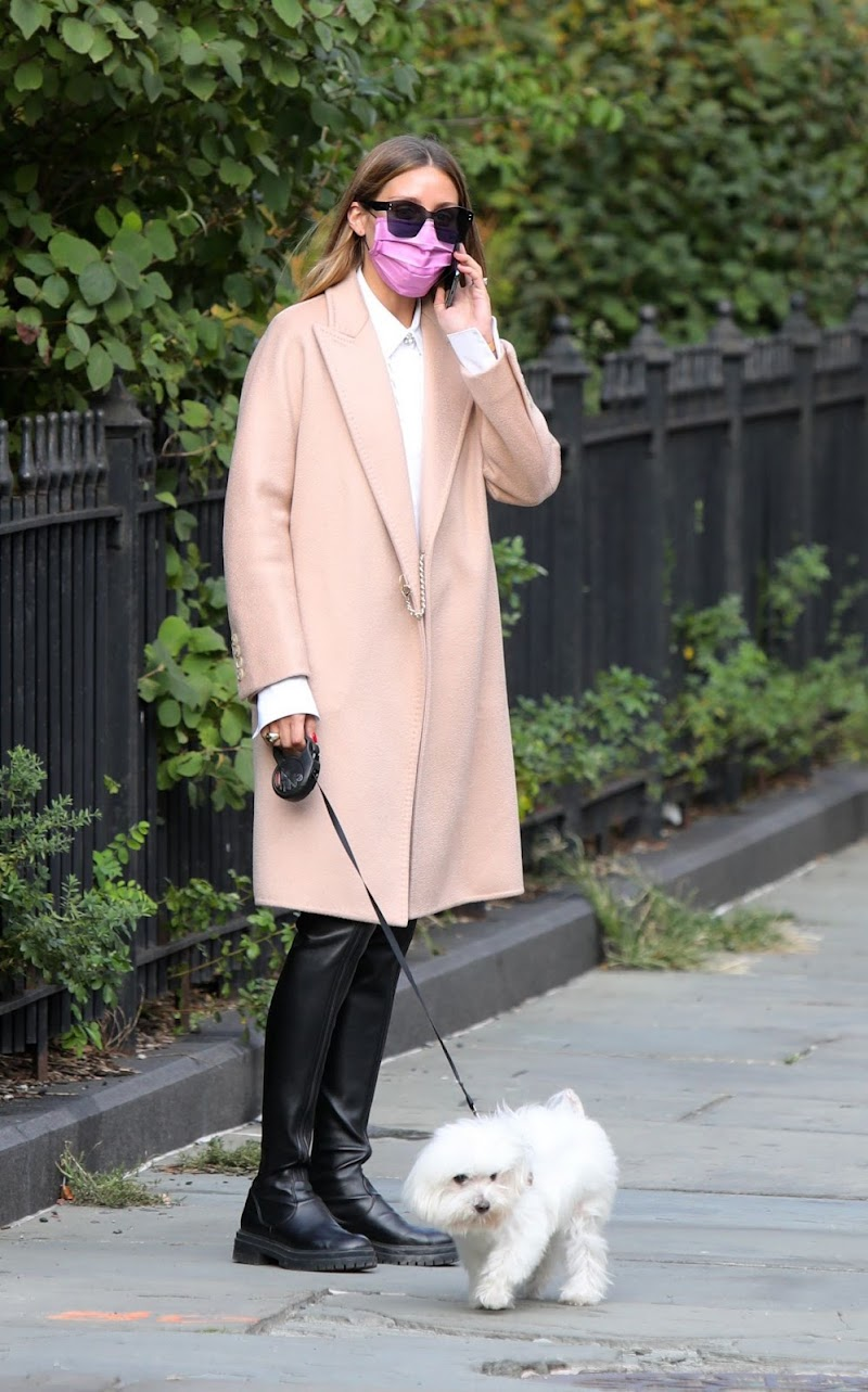 Olivia Palermo Clicked Outside with Mr Butler in New York 16 SEp-2020