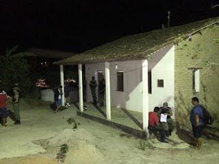 Pai, mãe e filha são assassinados dentro da própria casa após assalto