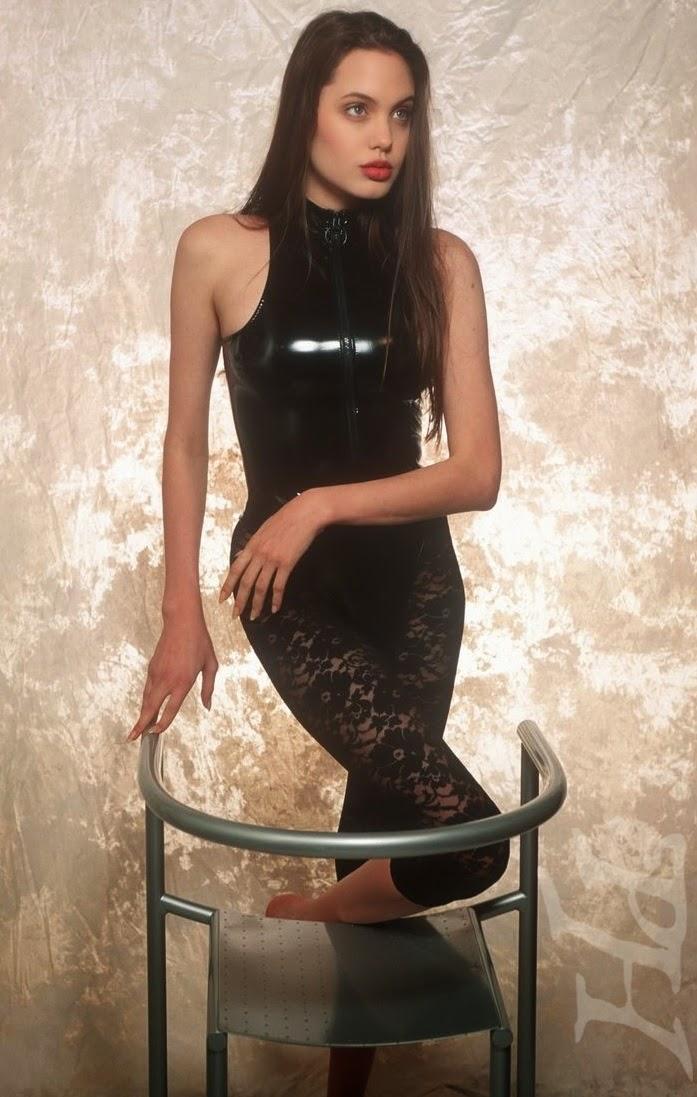 Novas fotos de Angelina Jolie em maiôs aos 16 anos!