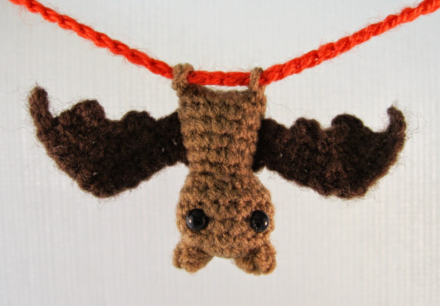 Amigurumi Halloween Free : Lucyravenscar crochet creatures: itty bitty bat german translation
