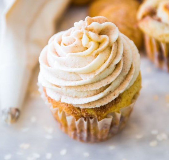 Snickerdoodle Cupcakes with Cinnamon Swirl Frosting #desserts #cake