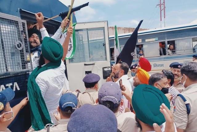 उत्तराखंड समाचार: रुद्रपुर में किसानों ने सीएम को दिखाए काले झंडे, पढ़े रपट ।