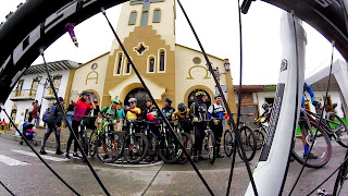 van con bicicletas turismo en microbus