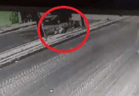 Mototaxista sofre mal súbito, cai da moto e morre em Campina Grande; vídeo