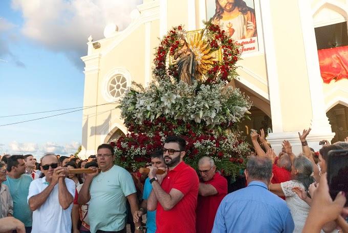 Ronaltty Neri participa da procissão da festa do Sagrado Coração de Jesus