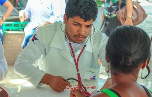 Enfermeiros contam como superaram barreiras para conquistar formação na área