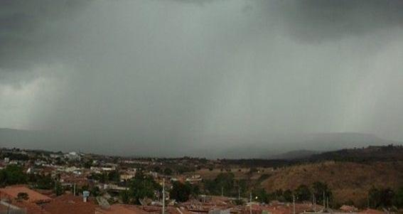 Amanhece chovendo na PB e Inmet emite alerta de chuvas com perigo potencial