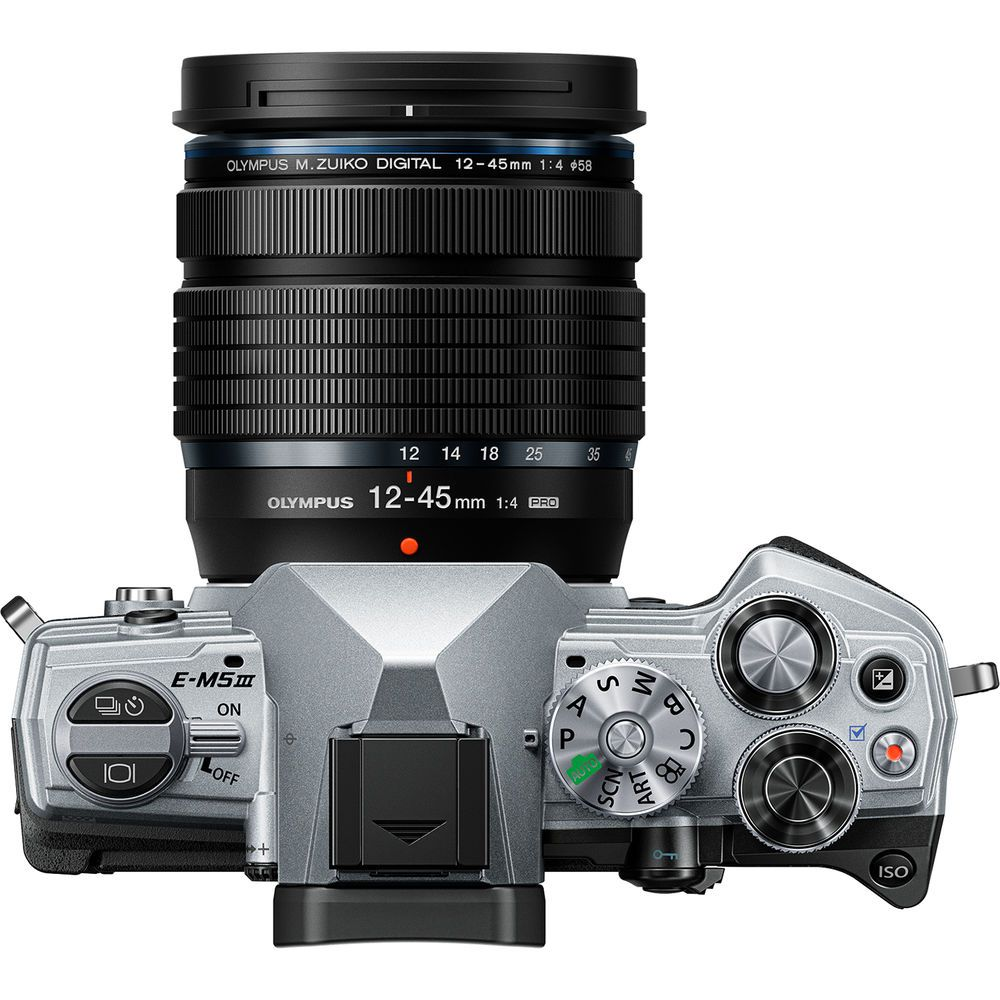 Объектив Olympus M.Zuiko 12-45mm f/4 Pro с камерой Olympus OM-D E-M5 Mark III