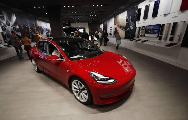 Tesla : Plus de 10.000 voitures électriques ne sont pas livrables et stockées sur des parkings
