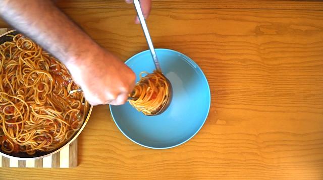 Spaghetti Puttanesca Dish