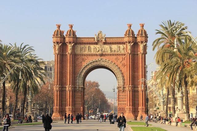 قوس النصر في برشلونة
