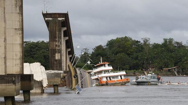 Resultado de imagem para Balsa que derrubou ponte