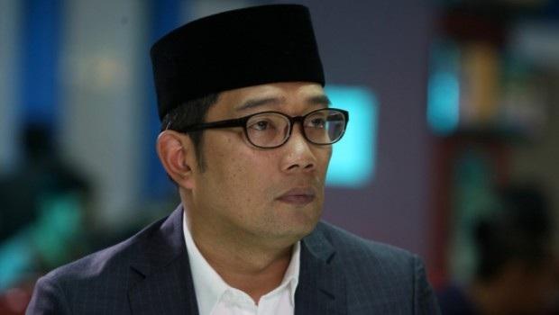 Ridwan Kamil Shalat Gerhana di Masjid Raya Jabar