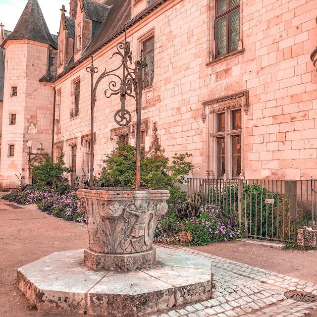 The New Blacck - Orléans - Blog - Chaumont sur Loire - Extérieur - enceinte - puits