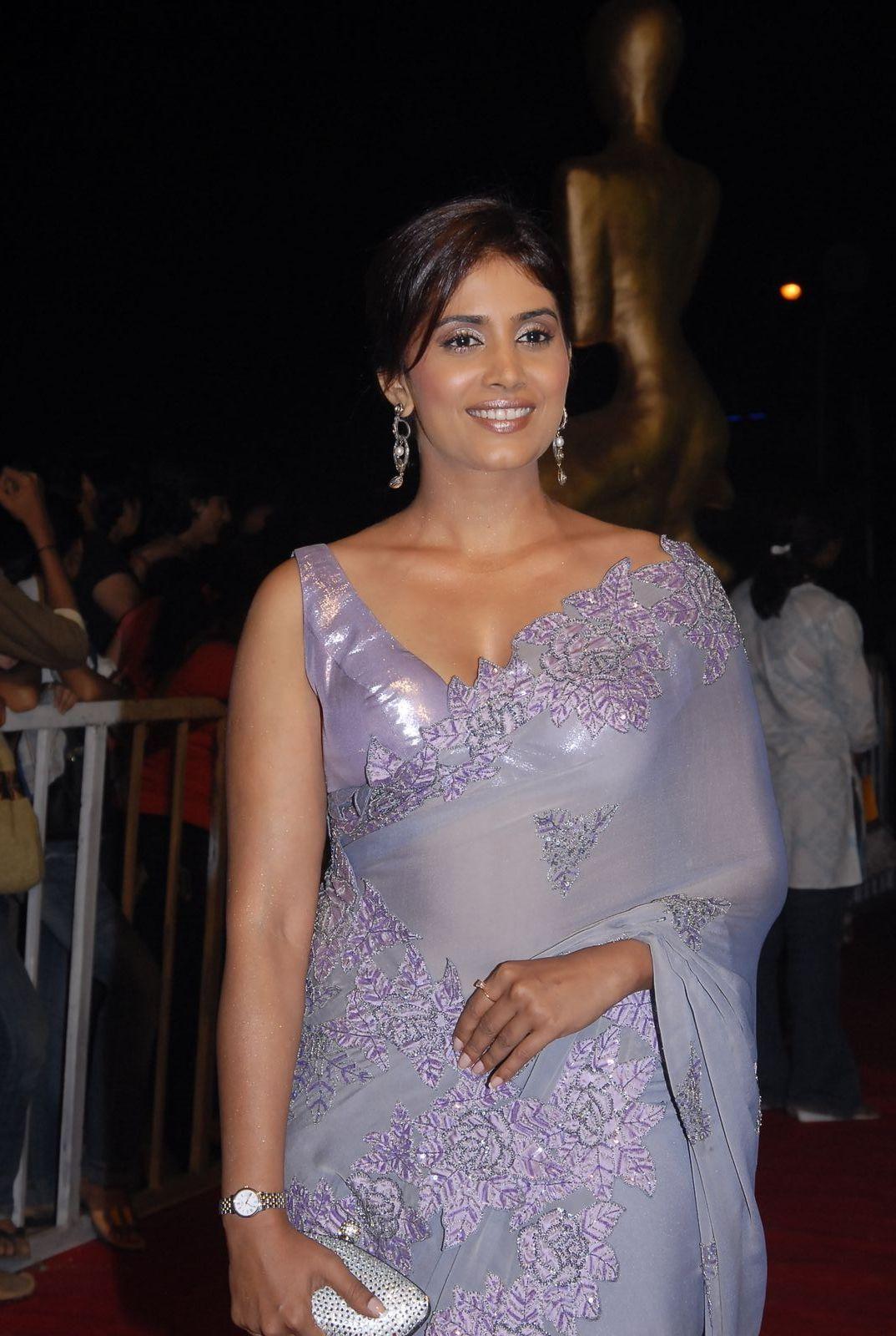 Shanvi Cute Hd Wallpapers Sonali Kulkarni Look Gorgeous In Saree Hd Group Sex