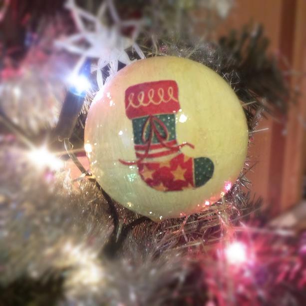jak zrobić bombkę, jak zrobić bombkę decoupage, bombka, choinka, ozdoby świąteczne diy