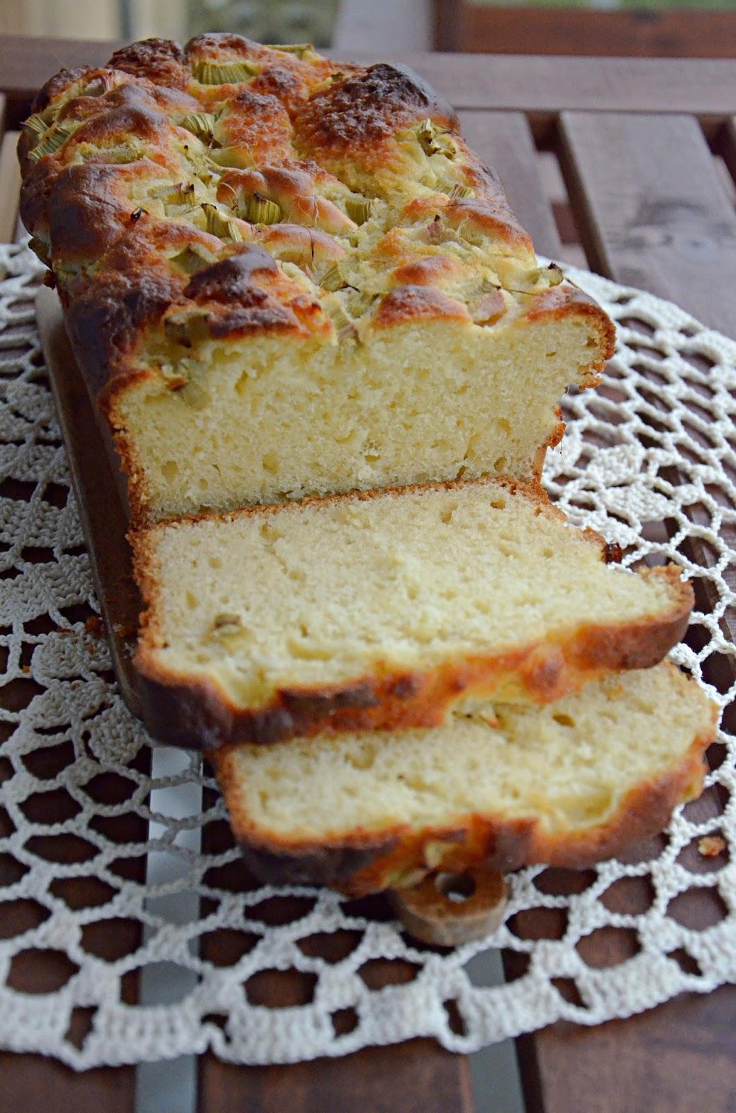 ciasto drożdżowe bez wyrabiania z rabarbarem, z kruszonką