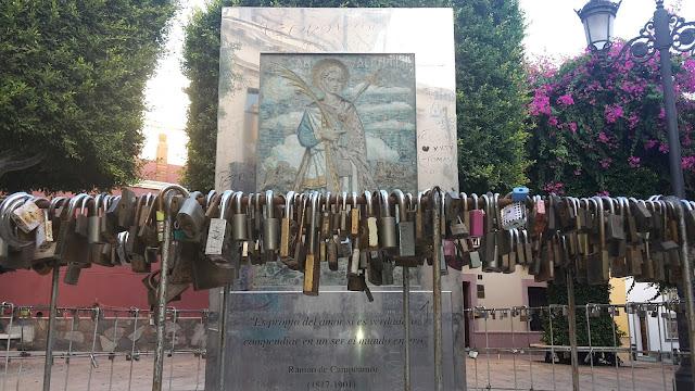 Monumento a San Valentín en Almería