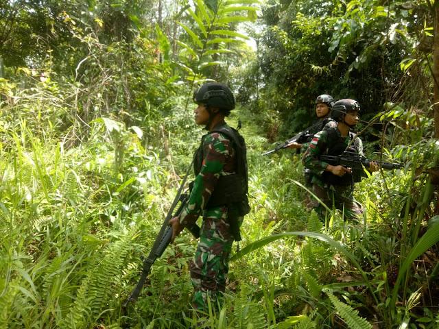 Meski Suasana Lebaran, Satgas Pamtas Yonif 509 Kostrad Tembus Hutan Lebat Di Papua