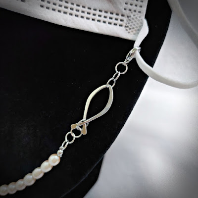 Face Mask / Eyeglasses Chain with Pearl and Wire Fish / Ichthus - Close up of Ichthus