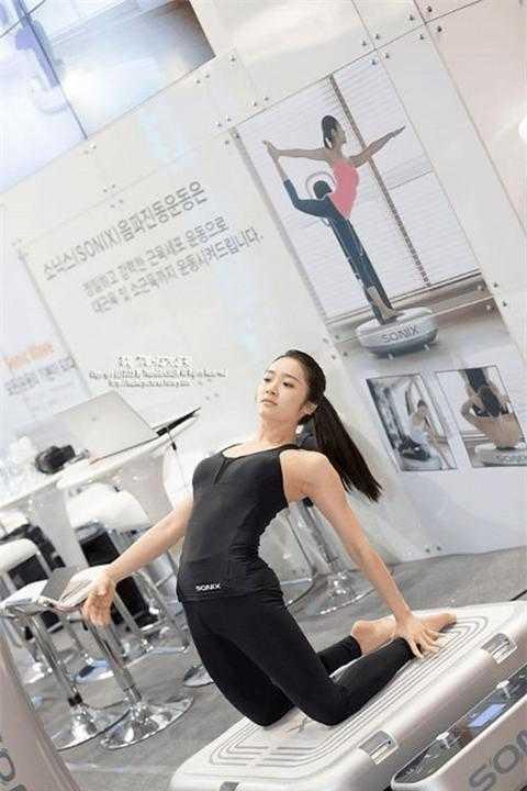 Nữ giáo viên yoga hút hồn vì thân hình hoàn hảo