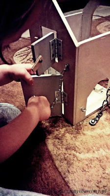 Roczniak i domek z zamkami