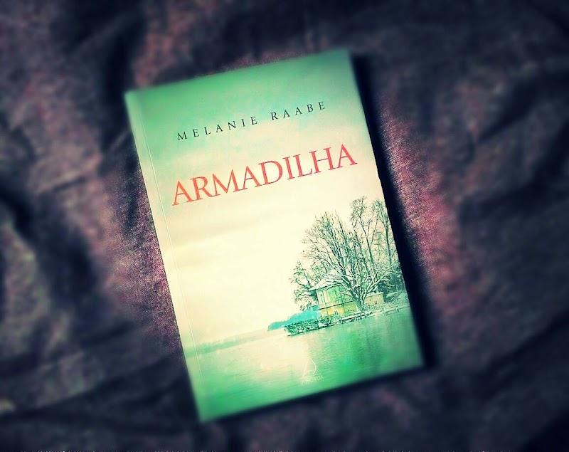 [RESENHA #233] ARMADILHA - MELANIE RAABE