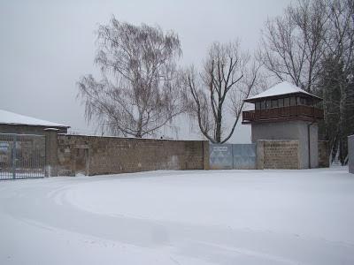 Muro e uma das torres do Campo de concentração de Sachsenhausen