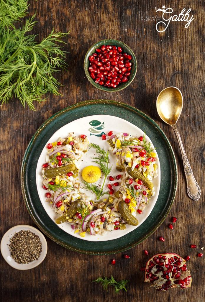 kolorowa-salatka-na-talerzu