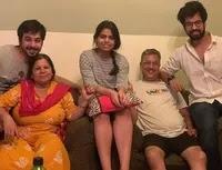 मनीष गोपलानी अपने परिवार के साथ