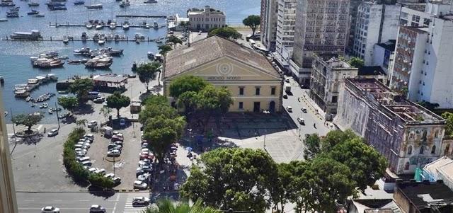 Bahia antecipa feriados e determina fechamento de serviços não essenciais