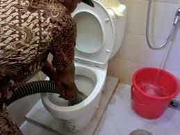 mengunakan jasa sedot wc