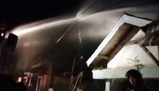 Kebakaran Satu Unit Rumah di BTN Tambana, Petugas Sigap Padamkan Api