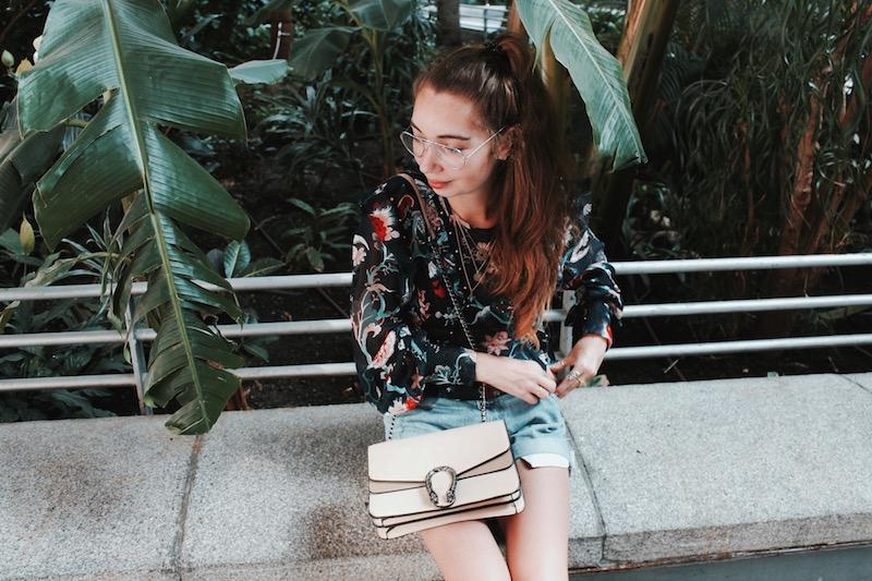 short levis sac Gucci Dionysus lunettes aviator blouse fleurie 2017