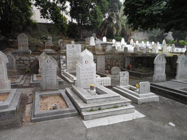 حكم زيارة القبور بعد صلاة عيد القطر