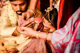 hindu shadi rasam in hindi. bhat ki rasam, hindu riti riwaz shadi, shadi ki vidhi in hindi, ladki ki shadi ki shopping ki list, haldi ki rasam kaise hoti hai, shaadi list, shadi ki samagr, राजस्थानी शादी की रस्में, शादी की सारी रस्में, हिन्दू शादी के रीति रिवाज, हिन्दू विवाह विधि, सगाई की अंगूठी क्यों पहनाई जाती है?