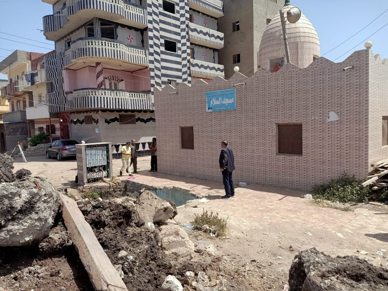 رئيس مدينية دمنهور يزيل تعديات بنفرة بسنهور لتوسعة مزلقان نفره