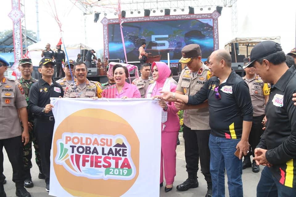 Bupati Taput Nikson Nababan saat menghadiri acara Poldasu Toba Like Fiesta.