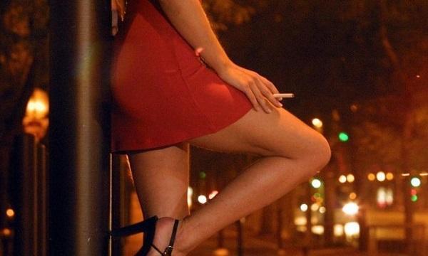 Εξωθούσαν 20χρονες στην πορνεία για 10 ευρώ