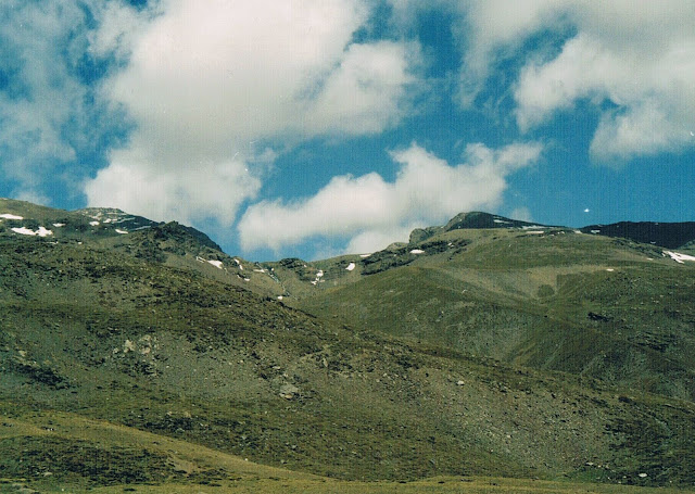 Taki miałam widok na szczyty od południa z samego rana po wyjściu z namiotu.