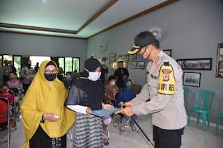 E satu.com Polresta Cirebon Bagikan 2020 Bungkus Paket Sembako