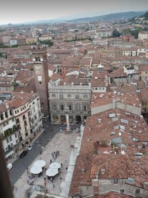Piazza delle Erbe Verona vista dall'alto