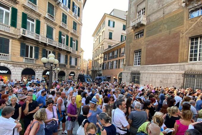 """""""No al green pass"""": manifestazioni e disordini a Roma, Milano e Napoli"""