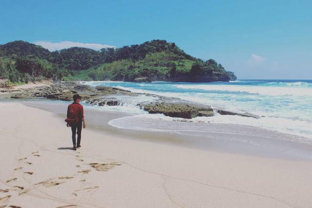 Pantai Molang, Pantai Indah Di Selatan Tulungagung