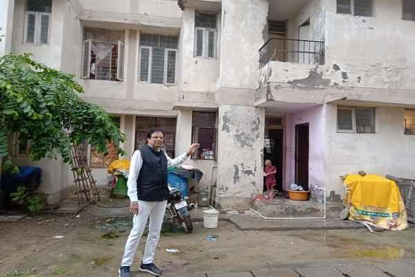 sector-56-flats-ln-parashar-accused-corruption-on-huda-officers