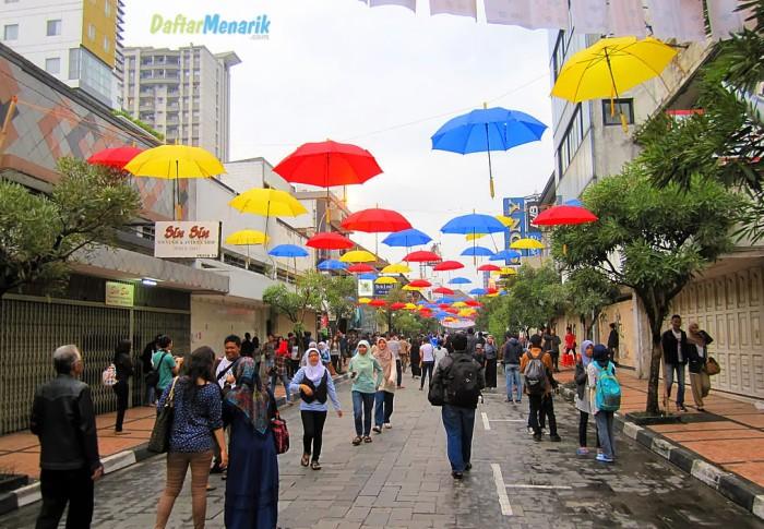 Tempat Wisata di Bandung Pusat  Jalan Braga