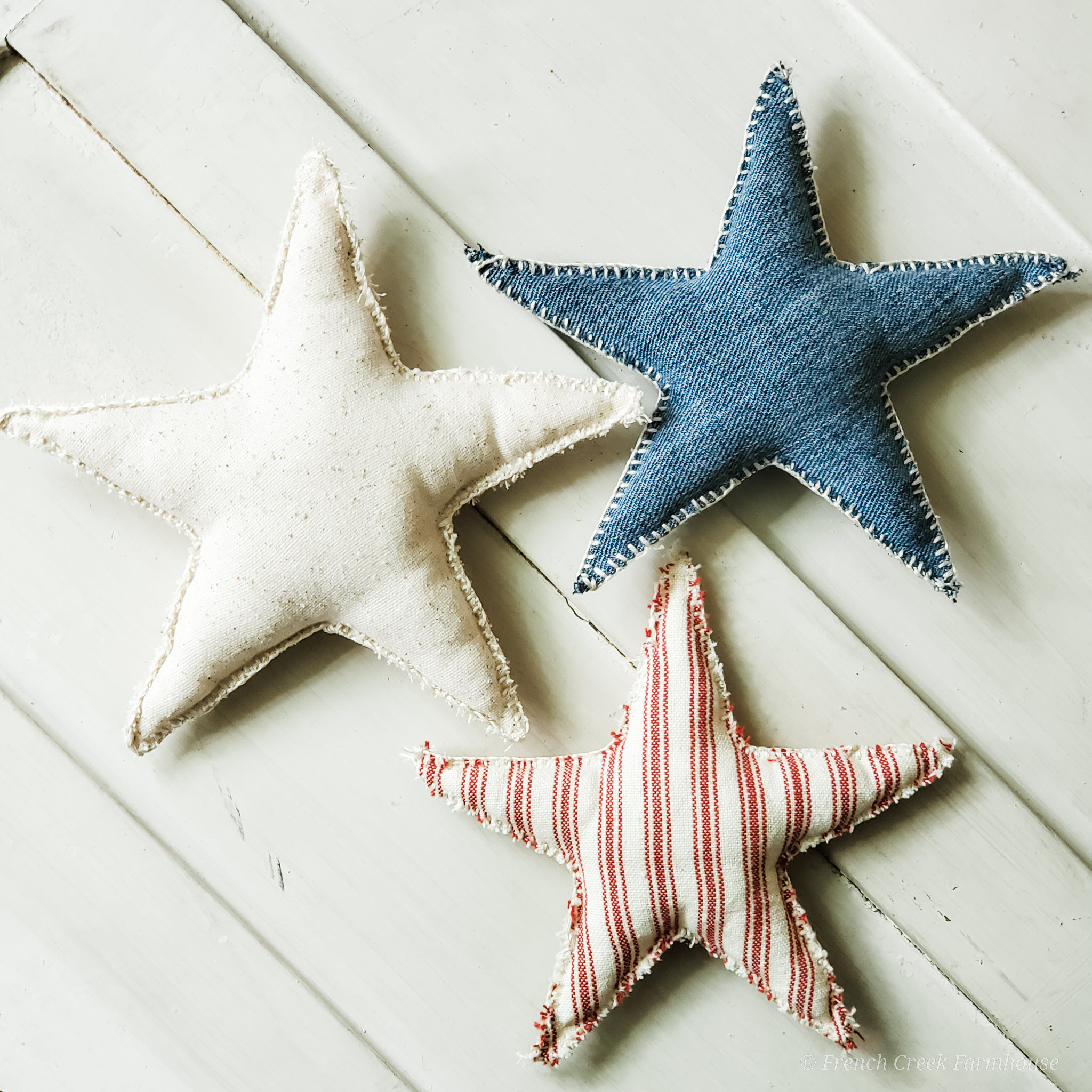 Get the free printable pattern to make these adorable patriotic decor